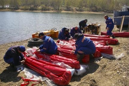 На месте разлива нефти в акватории Ангары возвели две дамбы