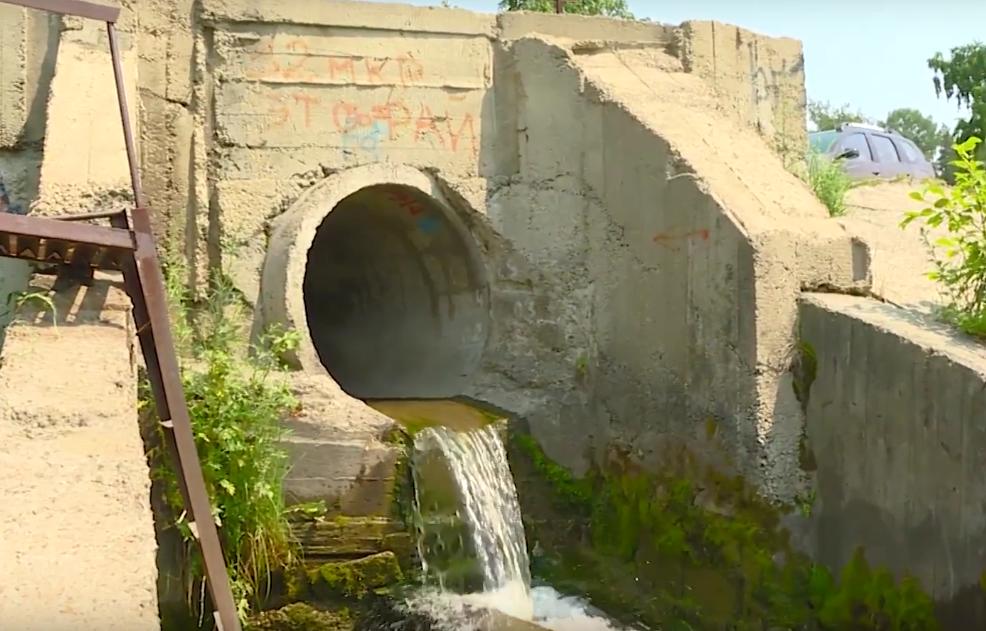 Кто сливает грязную воду в Китой?(видео)