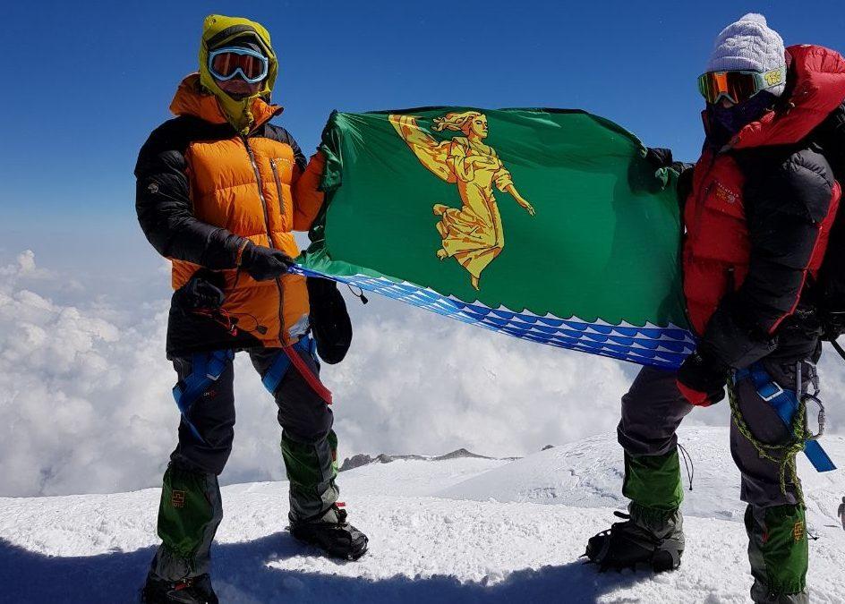 Как две ангарчанки горы покоряли — подробности восхождения на Эльбрус (+фото)