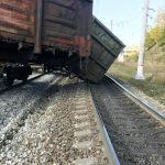 12 вагонов грузового поезда сошли с рельсов в Слюдянском районе (+фото)