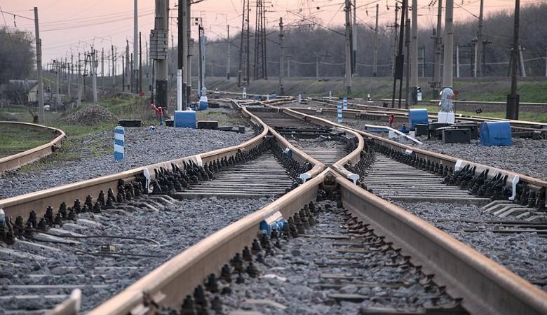 Пьяный житель Хакасии выпал из поезда в Иркутской области