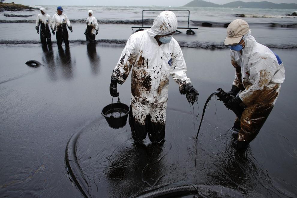 Причина разлива нефти на Ангаре устранена. Режим ЧС снят.