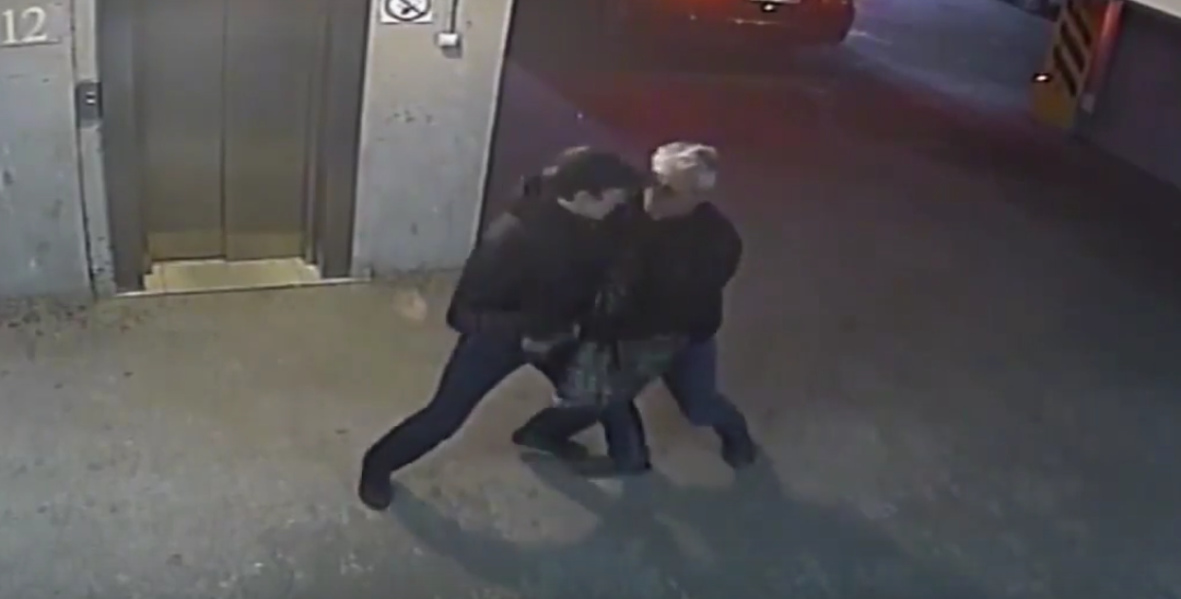 Пенсионер МВД обезвредил вооруженного автоугонщика (видео)