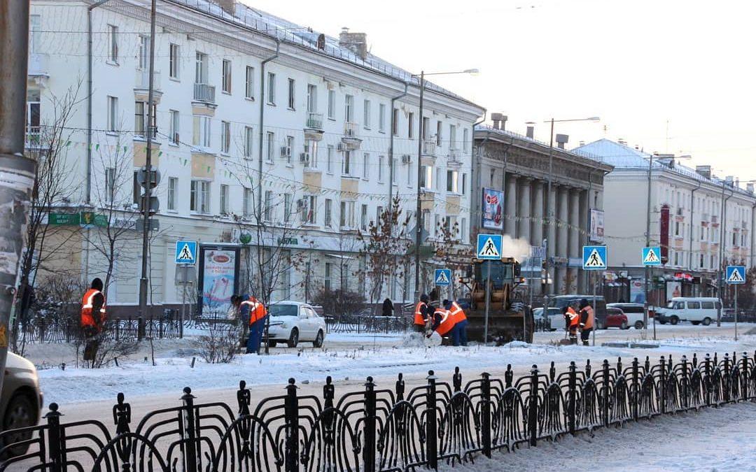Очистка и вывоз снега идут на улицах Ангарска (+видео)