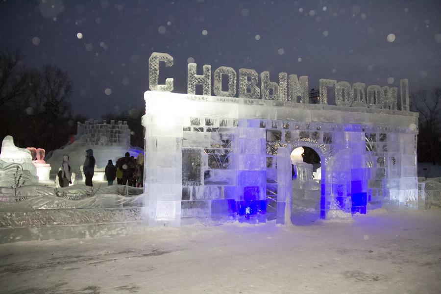 В центре парка 10-летия Ангарска можно будет покататься на коньках и полюбоваться ледовыми скульптурами