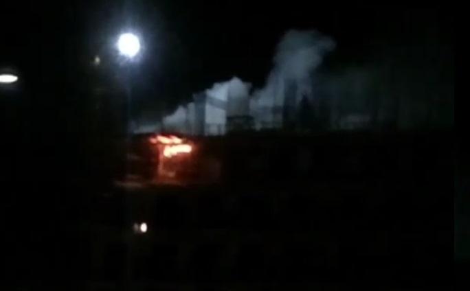 Видео с ночного пожара в новостройке 33-го микрорайона Ангарска