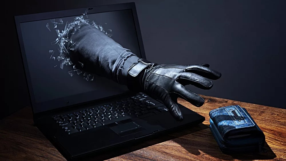 Ангарчанка, продавая шубу в интернете, лишилась 17 000 рублей