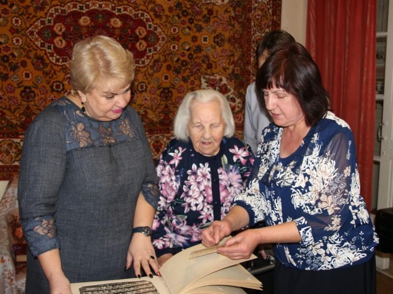 Ангарчанка Евдокия Пантелеевна Зайцева сегодня принимает поздравления в честь 100-летнего юбилея