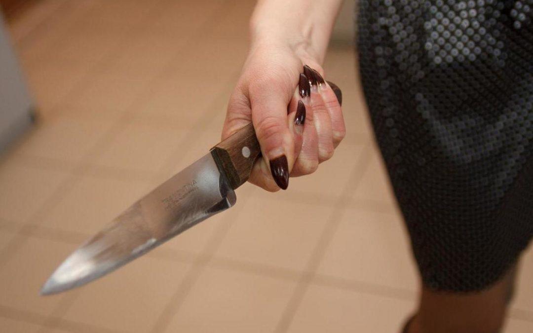 Удар ножом от воспитательницы детского сада…