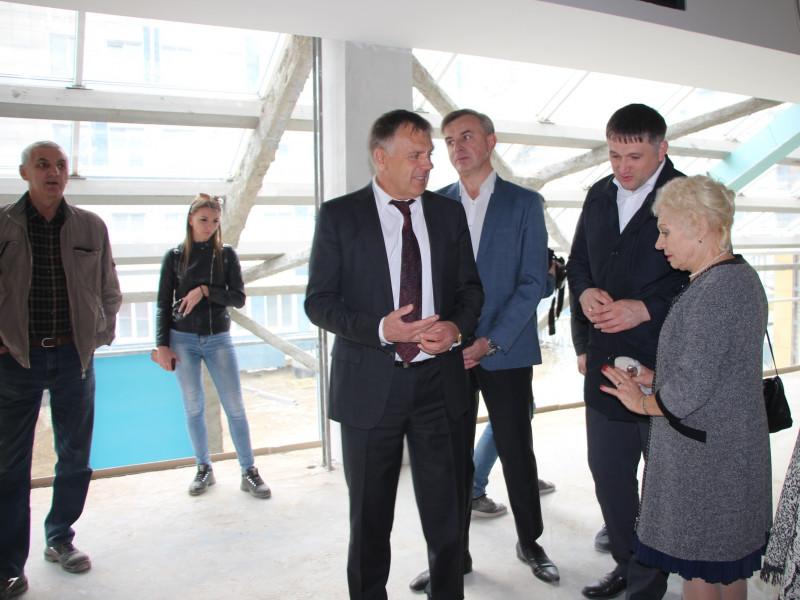 В новом здании гимназии №1 в 7а микрорайоне завершена самая трудоемкая часть работ