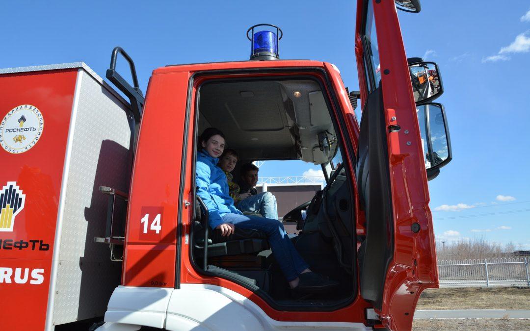 АНХК организовала экскурсию в пожарную часть для юных ангарчан