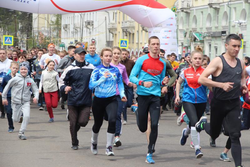 В массовом забеге по центральным улицам Ангарска приняли участие 1944 человека (видео)