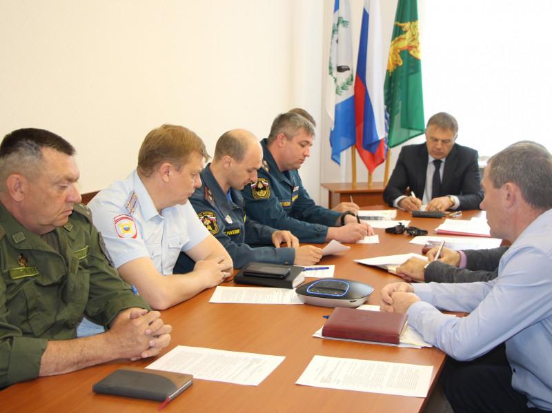 Совещание по вопросам тушения лесных пожаров провел мэр Сергей Петров сегодня, 17 мая