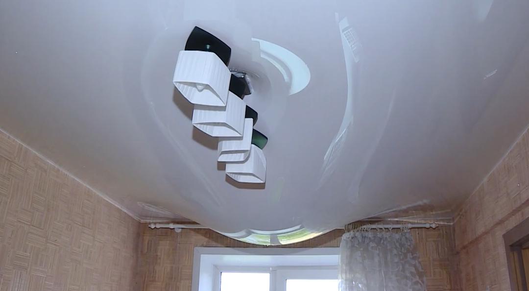 Дождь в квартире — последствия капремонта в 188 квартале Ангарска (видео)