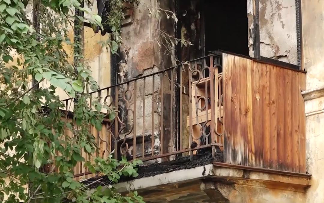 Курение на балконе вновь стало причиной сгоревших квартир в Ангарске (видео)