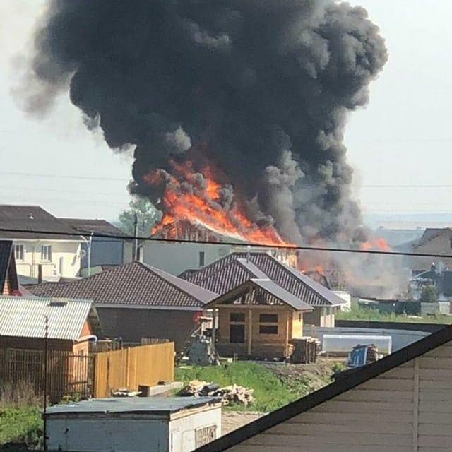 Серьезный пожар в Ангарске 9 июня — сгорел двухэтажный дом (видео)