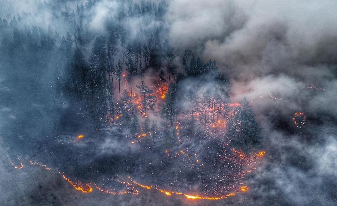 В Прибайкалье объявлен режим ЧС. В регионе сейчас горит около 700 тысяч гектаров тайги (видео)