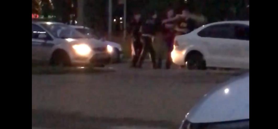 В Ангарске зафиксировано нападение на сотрудников полиции (видео)