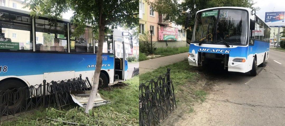 Автобус снёс забор на улице Горького в Ангарске