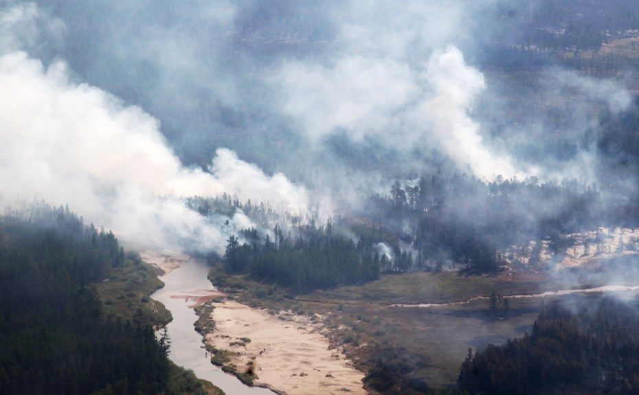 Лесные пожары вновь наступают на Иркутскую область (видео)