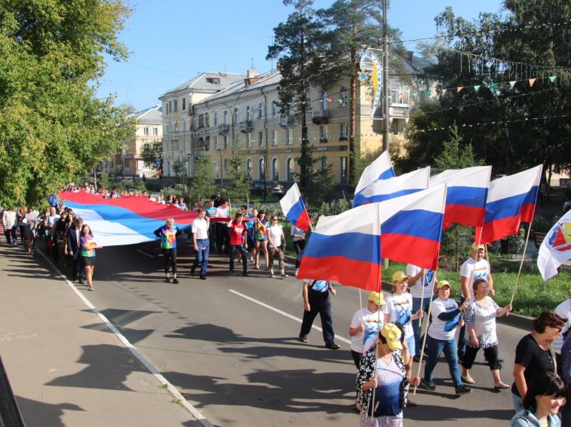 Шествием с 30-метровым российским триколором ангарчане отметят День флага