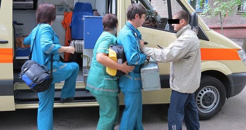 В Ангарске мужчина с ножом напал на врачей «Скорой помощи» (видео)