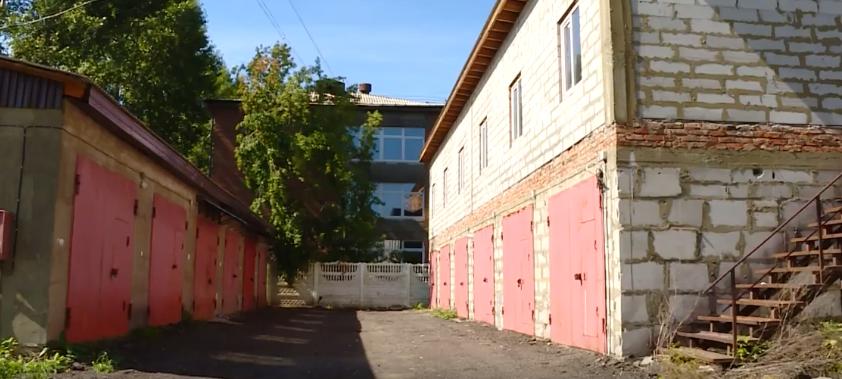 Вместо гостиницы – гаражи (видео)