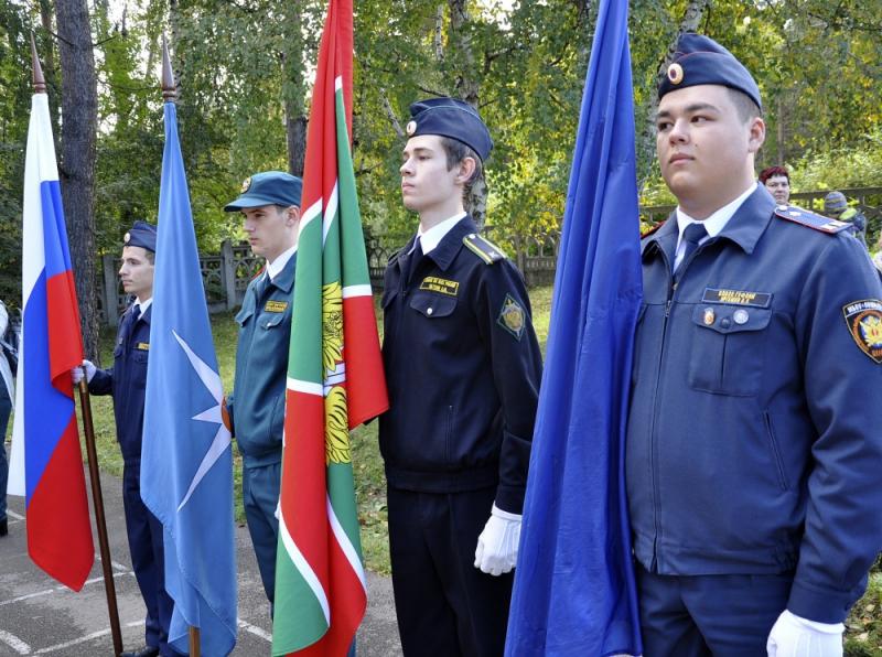 Курсанту класса МЧС и педагогу школы № 39 города Ангарска были вручены ведомственные награды.