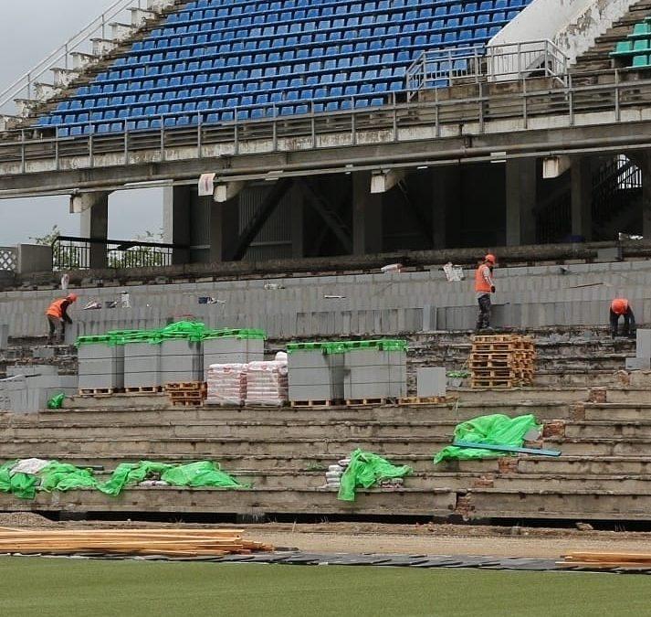 Ремонт стадиона «Ангара». Ход работ проверил мэр Сергей Петров.