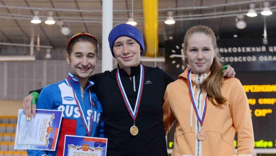 Спортсменки из Приангарья привезли 4 медали с соревнований по конькобежному спорту.