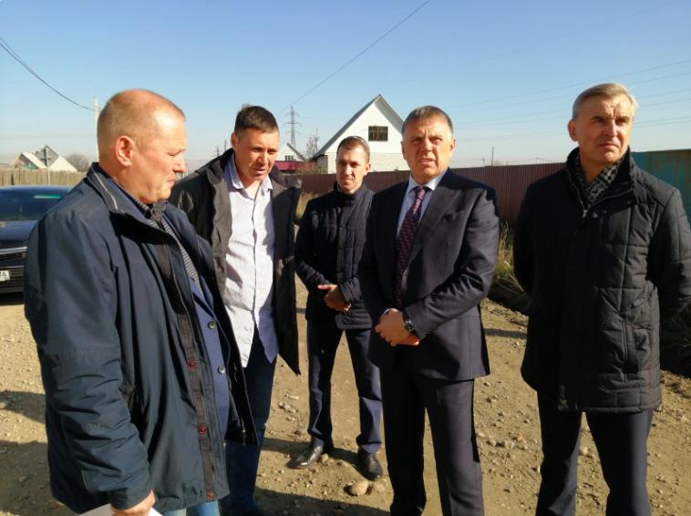Мэр Ангарского округа Сергей Петров провел выездное совещание в Мегете.