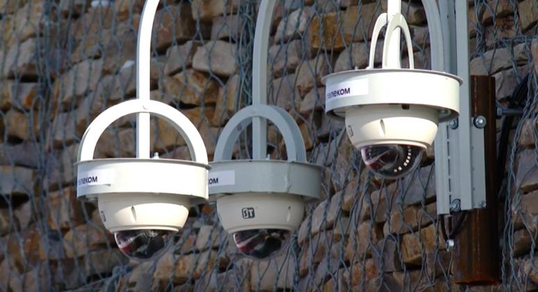На набережной в Ангарске установили видеокамеры.