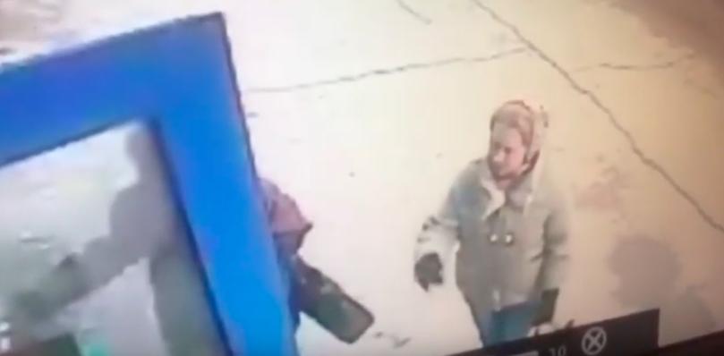 В Усолье разыскивают мошенницу, которая обокрала пенсионерку на 103 тысячи рублей.