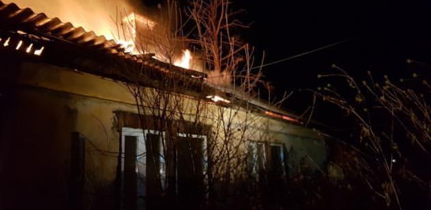 Сегодня утром в Ангарске сгорел одноэтажный восьмиквартирный дом.