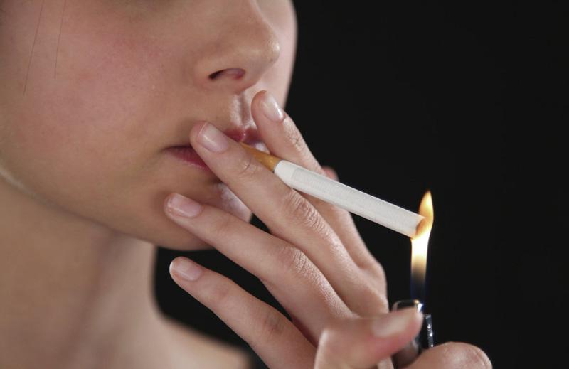 В России предложили штрафовать родителей курящих детей.