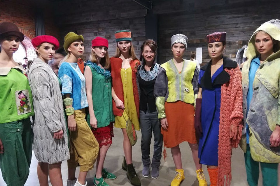"""Дизайнер из Тулуна создала коллекцию под названием """"Непотопляемая мода""""."""
