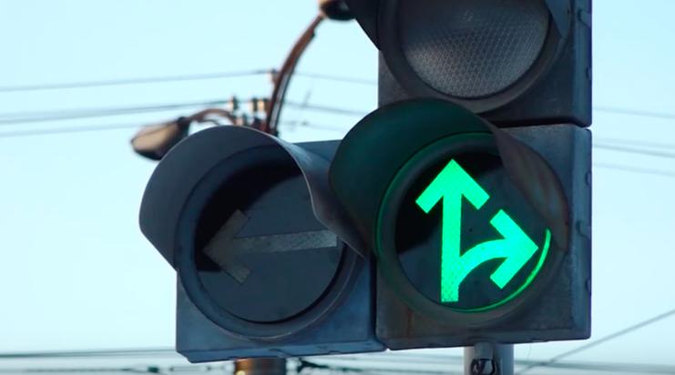 Дополнительная секция на светофоре появилась на пересечении Ленинградского и Ангарского проспектов.