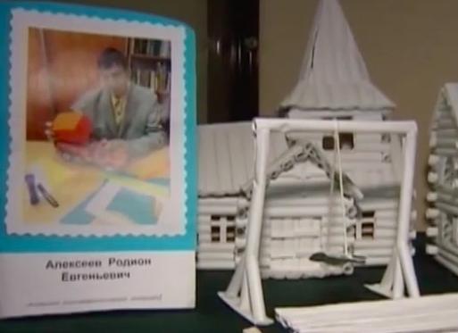 Миниатюрную копию музея «Тальцы» сделал воспитанник из ангарского интерната.