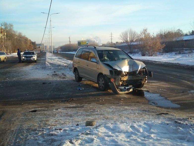 ГИБДД Ангарска призывает к бдительности в сложных дорожных условиях