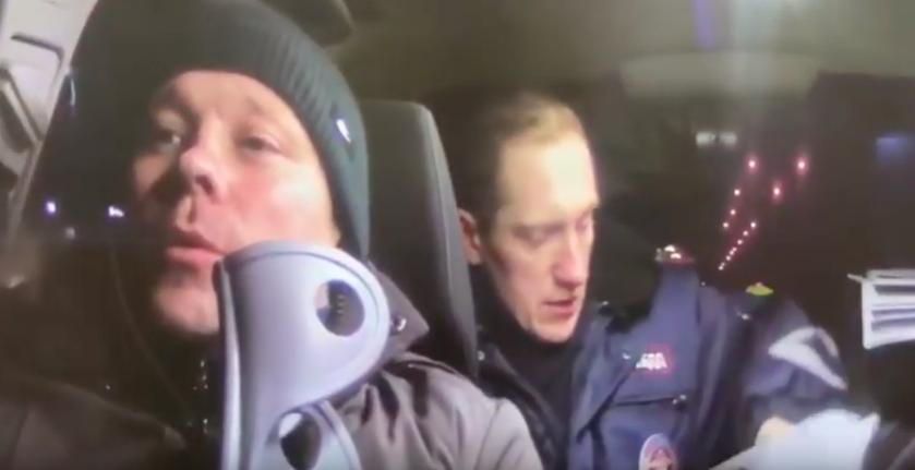 Пьяный лихач в Ангарске с ногой в гипсе устроил гонки с полицейскими.