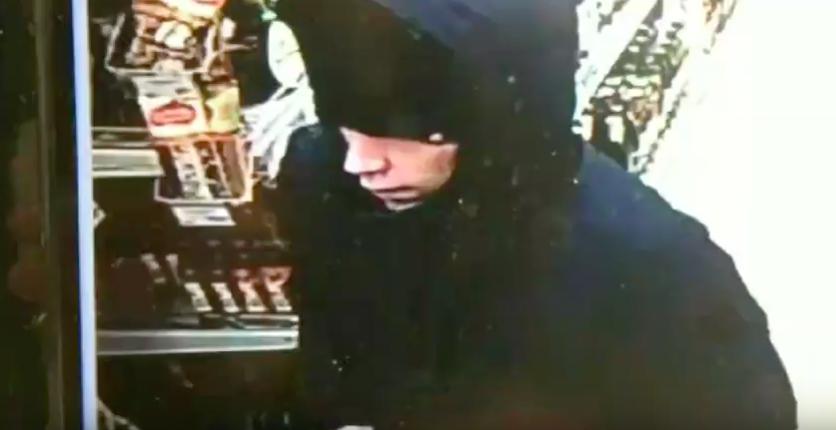 В Ангарске разыскивают подозреваемого в краже денег с чужой банковской карты.