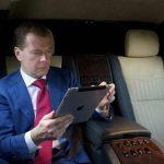 Медведев отписался от официального аккаунта правительства в Instagram.