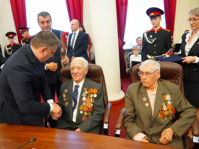 Юбилейные медали «75 лет Победы в Великой Отечественной войне» вручили двум ангарским ветеранам