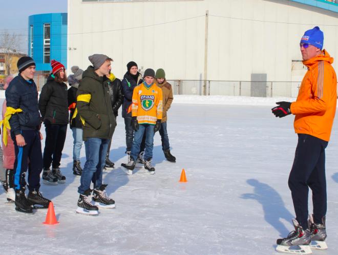 Мастер-класс по конькобежному спорту состоялся на открытом катке «Ермак» в рамках чемпионата «Молодые профессионалы».