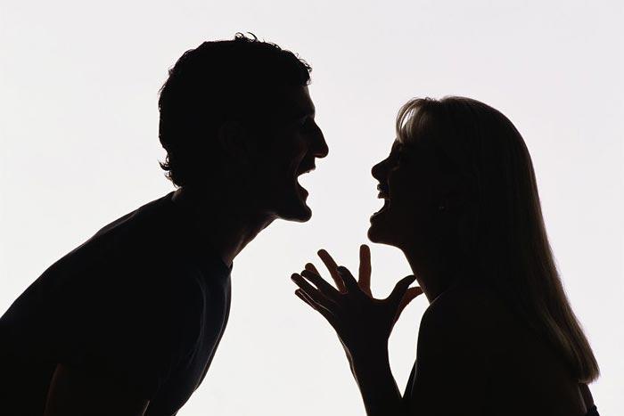 """""""Муж толкнул, я сломала позвоночник"""": девушка до последнего скрывала правду, пытаясь свалить вину на """"грабителя""""."""