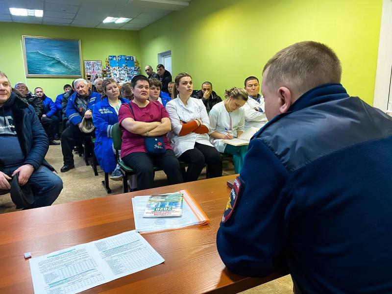 Ангарские госавтоинспекторы провели занятие по ПДД с медицинскими работниками.