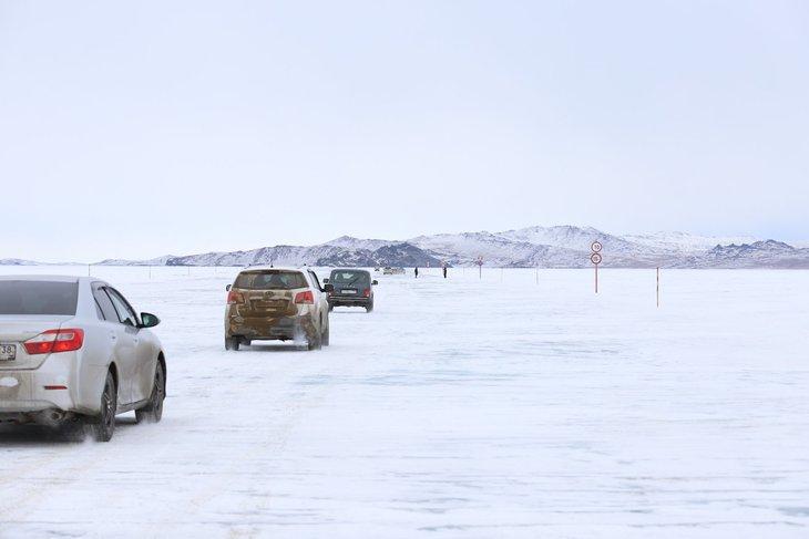 На Малом Море открыли ледовую переправу на Ольхон.