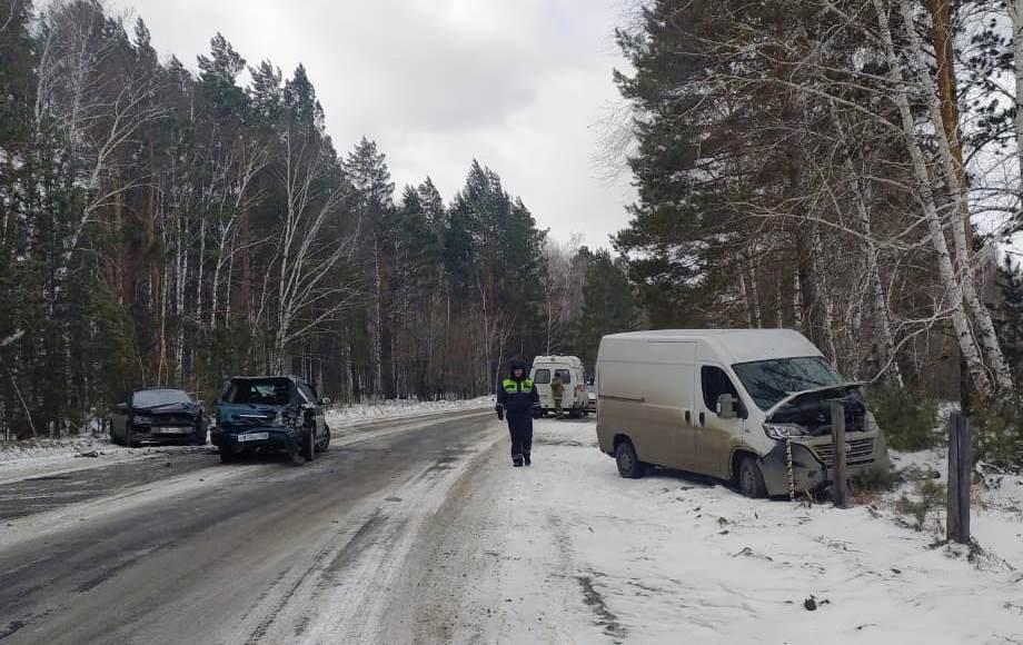 Серьезное ДТП с участием трех авто на дороге в Мегет (фото)