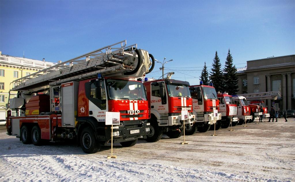 Из горящего дома в 17 микрорайоне пожарные спасли 8 человек