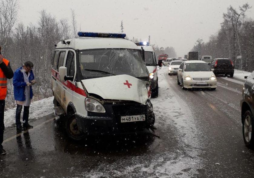 Два человека пострадали в ДТП под Ангарском с участием «скорой» (фото)
